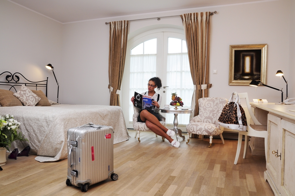 Hotellrom. Spareiser til Gdansk – Hit The Road Travel