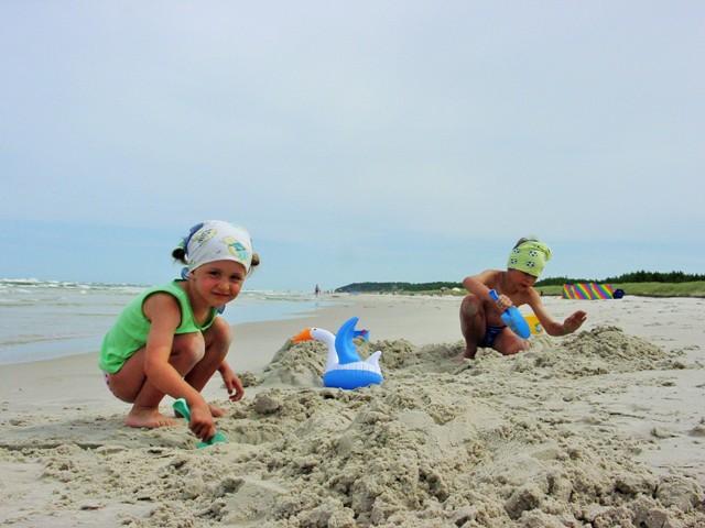 På stranden. Temareiser til Polen. Polentur – Hit The Road Travel