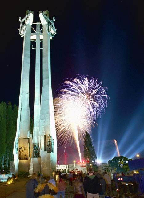 Monumentet for de falne skipsverftsarbeidere. Gdansk tur – en guidet tur gjennom Gdansk verftet – Hit The Road Travel