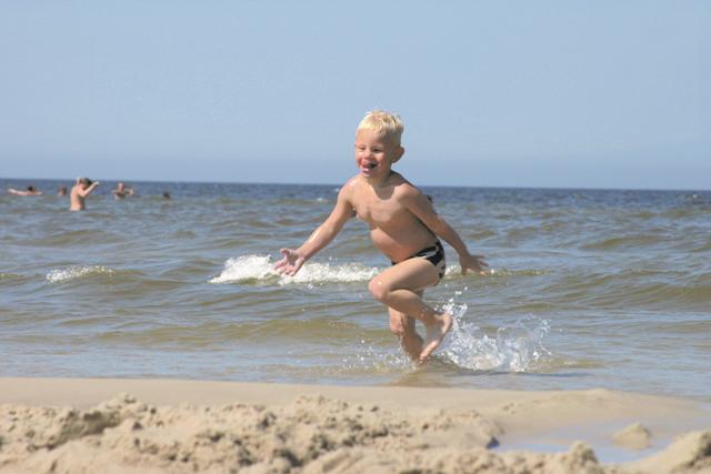 På stranden i Debki. Temareiser til Polen. Polentur – Hit The Road Travel