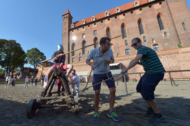 Teambuilding i riddernes ånd – Hit The Road Travel
