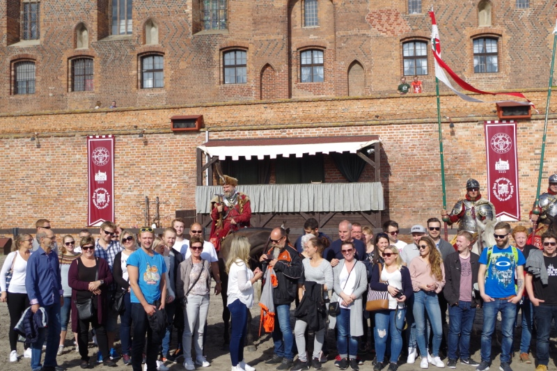 Teambuilding i riddernes ånd – Hit The Road Travel