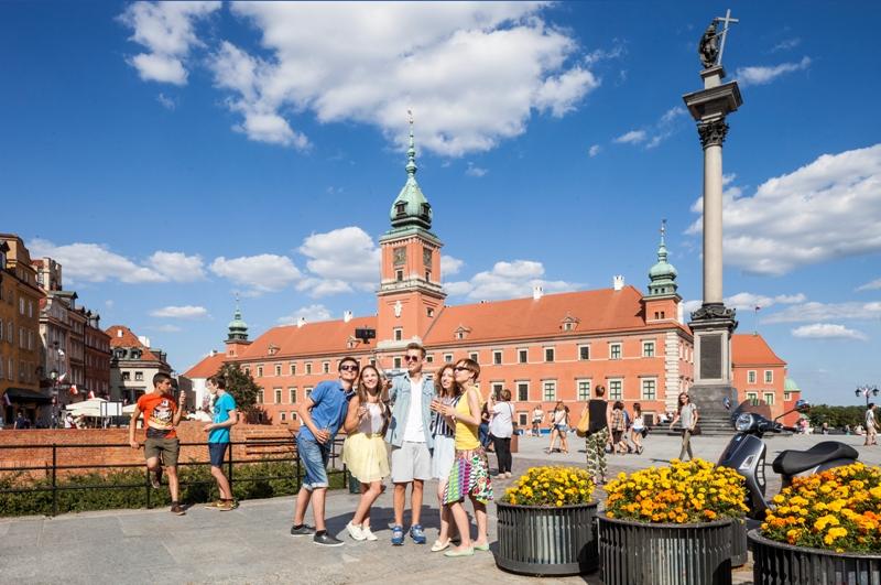 Det kongelige slottet og Sigidsmundsøylen i Warszawa. Reise til Warszawa – Hit The Road Travel